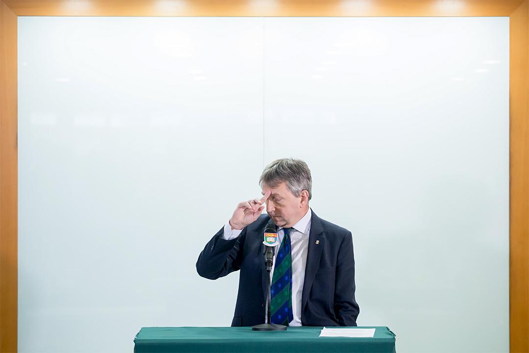 馬斐森宣布辭任香港大學校長後召開記者會。