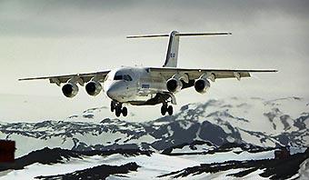 DAP BAe-AvroRJ85 aterrizando en la Antártida (DAP)