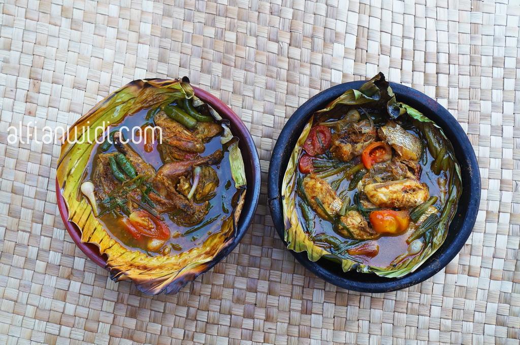 LOMBOK_Manuk (ayam) Rajang (kiri) & Ikan Rajang (kanan), Warung Dakota, Mataram_editWM