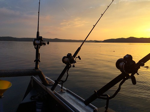 lake sunrise boat fishing boating skiff lakefishing lakecumberland