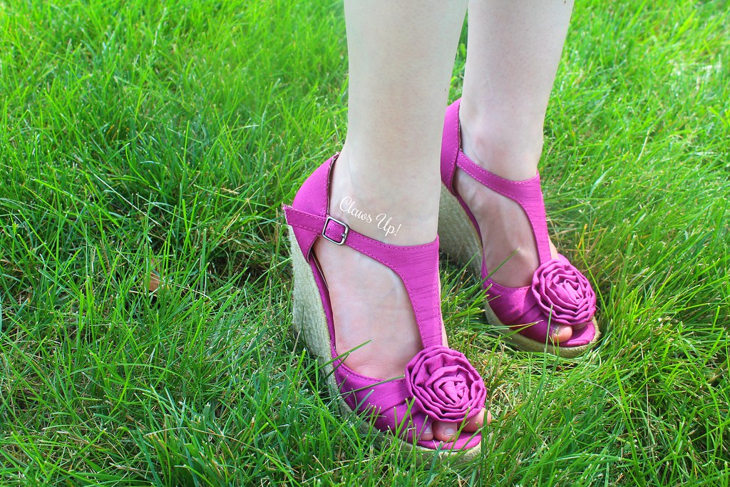 Magenta flower wedge heels