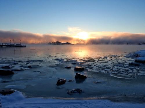 ice sea dawn morning winter freezing freezingweather helsinki finland kaivopuisto sunrise fog seafog snow rocks