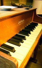 computer component(0.0), electronic device(0.0), fortepiano(0.0), electric piano(0.0), organ(0.0), string instrument(0.0), classical music(1.0), celesta(1.0), piano(1.0), musical keyboard(1.0), keyboard(1.0), spinet(1.0), player piano(1.0),