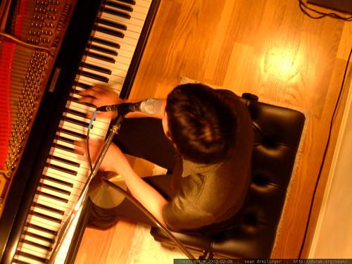 2003-02-08, vienna teng, eric cheng's loft,… dscf3830
