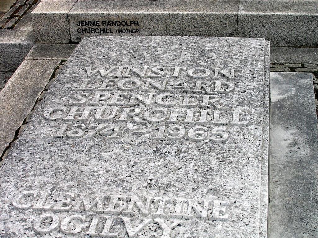 P8120004-Winston Churchill's grave-St Martin's Parish Church, Bladon, Oxfordshire