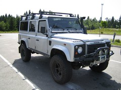 automobile, automotive exterior, sport utility vehicle, vehicle, compact sport utility vehicle, land rover, off-roading, land rover defender, off-road vehicle, bumper, land vehicle,