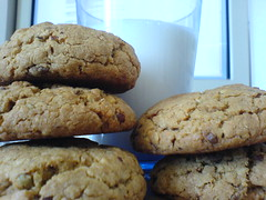 chocolate chip cookie, breakfast, peanut butter cookie, baking, oatmeal-raisin cookies, baked goods, cookies and crackers, food, dessert, cookie, snack food,