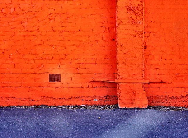 Orange wall purple ashphelt spotted this wall some for Orange and purple walls
