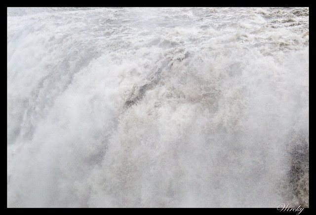 Agua que cae en Cascada Dettifoss