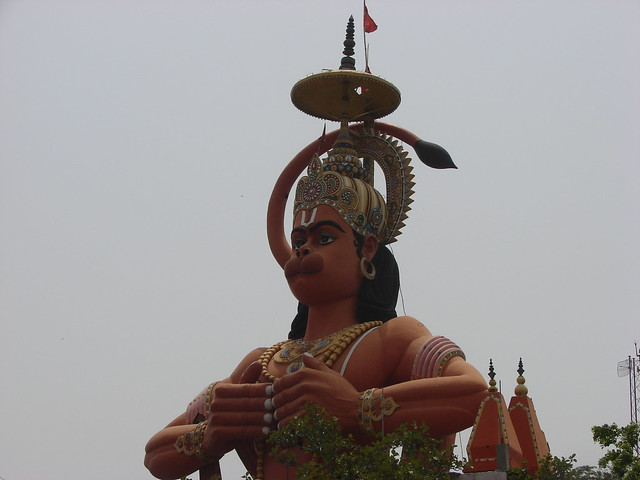 Full view of second highest Hanuman statue along with temple shikhar