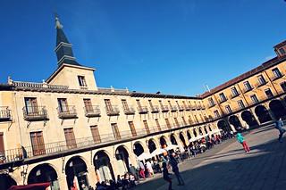 http://hojeconhecemos.blogspot.com/2015/07/plaza-mayor-leon-espanha.html