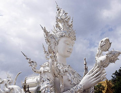 Wat Rong Kuhn statue