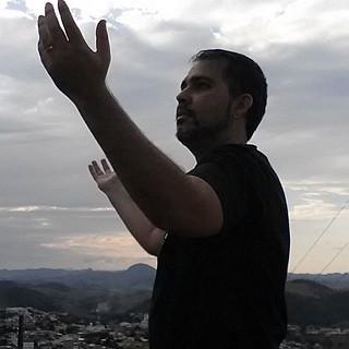 Ao monte fui me ajoelhar para Deus. Ao monte fui buscar a Deus. Ao monte fui me fazer pequenas diante a Deus. Ao monte fui clamar misericórdia ao Senhor. Deus eu preciso de TI. Não sou nada sem TI Senhor!