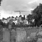 Tower Hamlets Cemetery Park 的形象. london tower cemetery construction crane graves hamlets