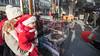 De mini-kerstman doet ook een donatie