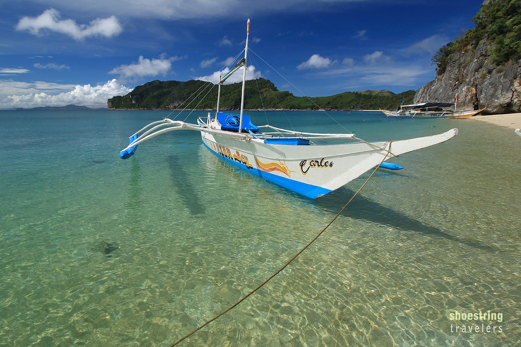 parked outrigger boat at Antonia Beach, Gigantes Sur