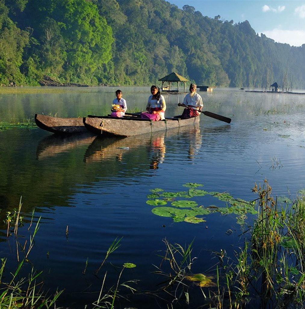 20.-Tamblingan-Lake-by-ari-amphibia