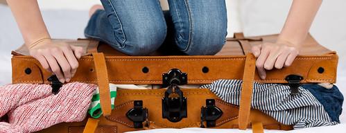 Quantos sapatos e blusas cabem em uma mala de bordo?