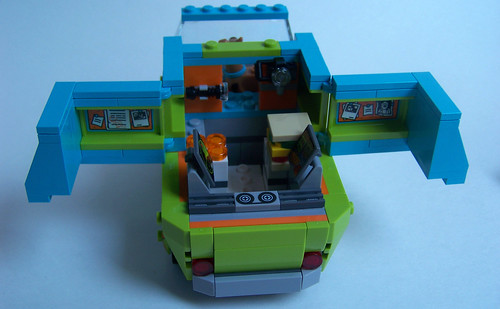 LEGO Scooby Doo Mystery Machine 75902 inside pics