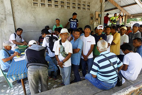 Central Mindanao farmers plant in time for the upcoming season - Philippines