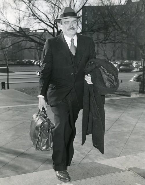 Former communist chief Browder arrives at DC court: 1950
