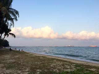 Usual Hangout 970 मीटर की लंबाई के साथ समुद्र तट की छवि.