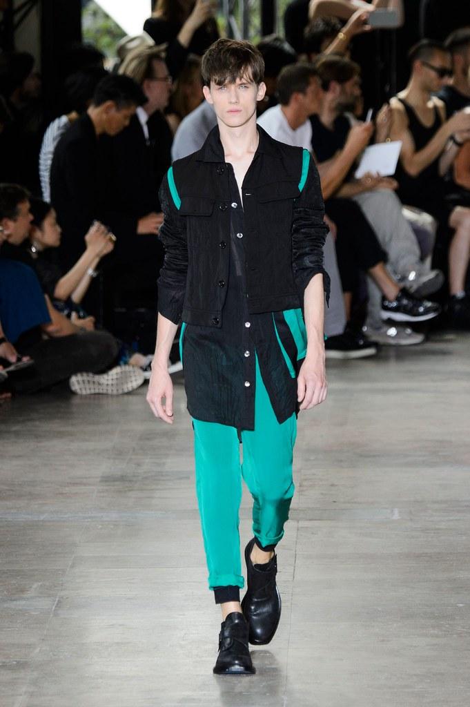 Yulian Antukh(Antuh)3197_SS16 Paris Ann Demeulemeester(fashionising.com)