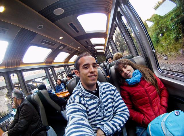 En el interior del tren Vistadome para ir a Machu Picchu