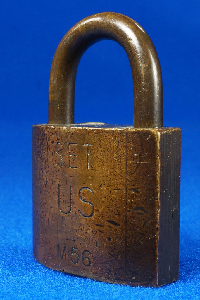 RD15096 Vintage American SET US M56 Military Solid Brass Lock Padlock & Original Key DSC07687