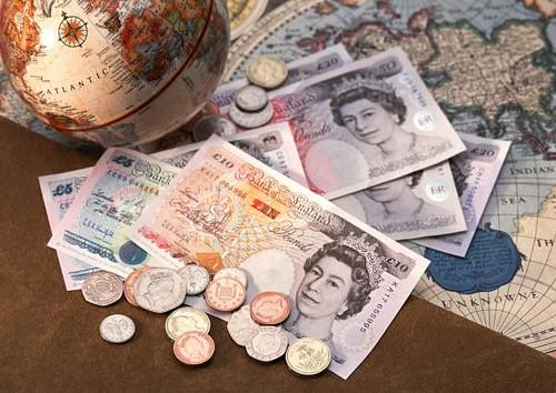 机构预测人民币汇率将大概率进入7时代