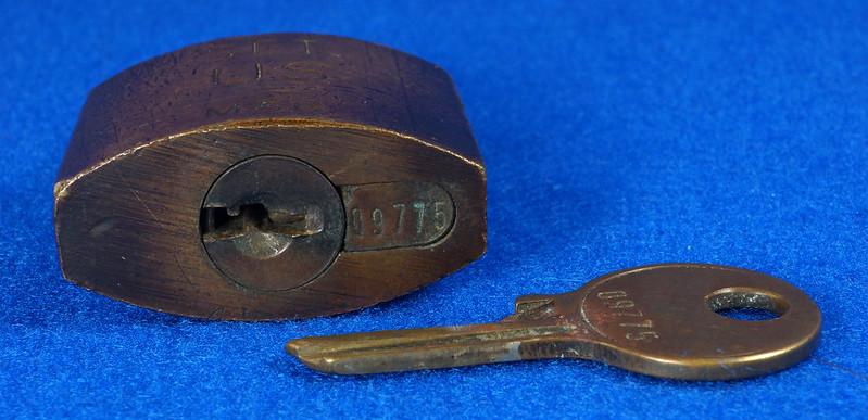 RD15096 Vintage American SET US M56 Military Solid Brass Lock Padlock & Original Key DSC07683