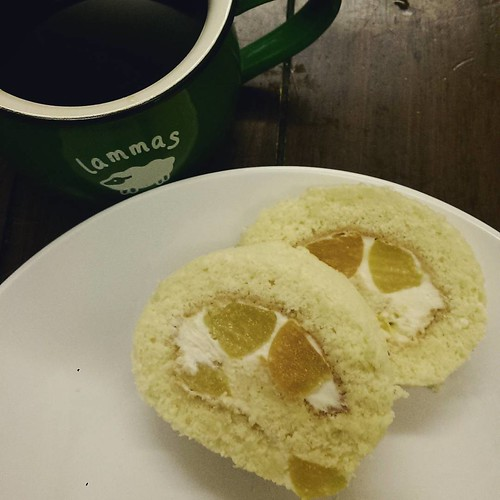 20150703 ✓葛蘿水蜜桃蛋糕捲 ✓老戴西達莫咖啡  #葛蘿烘焙坊  #老戴咖啡豆