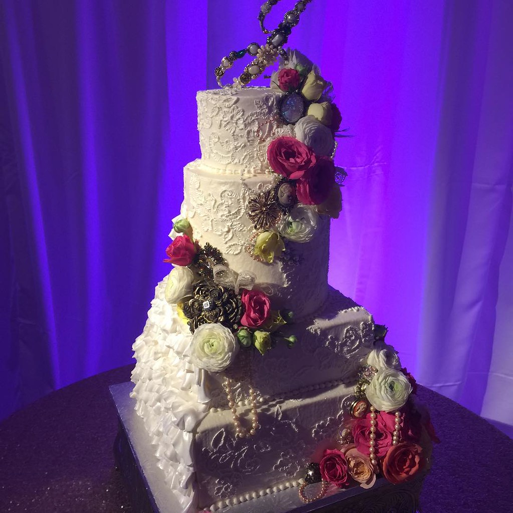 Vintage Wedding Dresses Dallas: Wedding Cakes & Anniversary Cakes