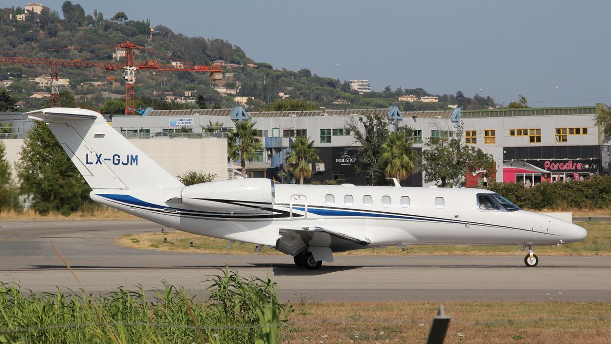 Aéroport de Cannes-Mandelieu [LFMD-CEQ] Juillet 2015   20000954449_997c8ab778_o