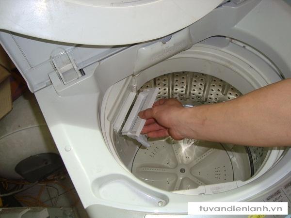Kết quả hình ảnh cho mẹo vệ sinh máy giặt