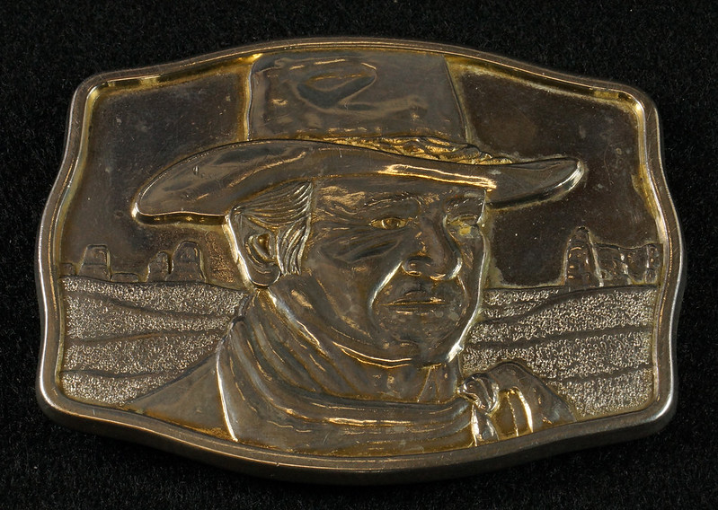 RD15030 John Wayne Belt Buckle Man of the Golden West Olde New England Mint 1985 with Certificate DSC07248