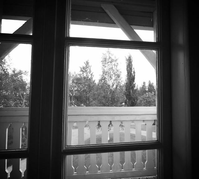 Kuva pohjoiseen yläkerran ikkunasta
