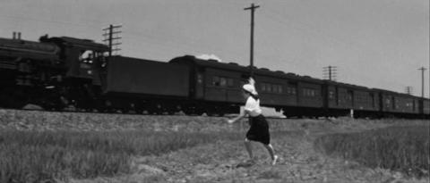 9−日東紡の西側で東北本線のC59牽引急行に手を振るゆき子
