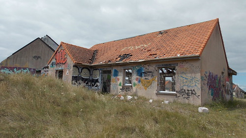houses abandoned grafitti normandie pirou pirouplage