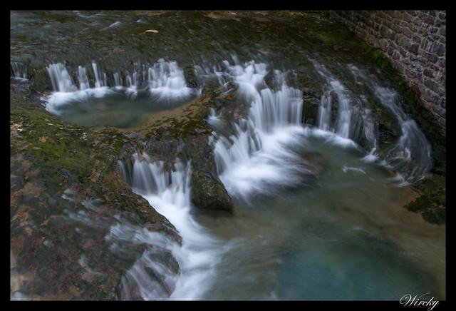 Salto de agua en río Arazas