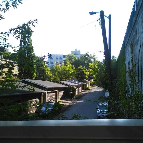 Bantry Avenue, from the west #toronto #stclairwest #bantryavenue #alleys