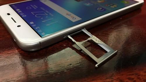 ถาดใส่ Nano SIM และ MicroSD card ของ ASUS Zenfone 3 Max ZC553KL
