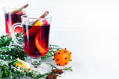 Mulled wine with cinnamon sticks