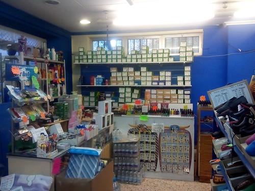 Fabuloso local comercial totalmente reformado de unos 70 m2 de planta.  En su inmobiliaria Asegil en Benidorm le ayudaremos sin compromiso. www.inmobiliariabenidorm.com