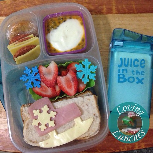 Loving getting back into our @easylunchboxes for the first lunch of the term… we went ice skating this weekend and Miss M did really well and thoroughly enjoyed it so that's the theme here 😊❄️Pepperoni, cheese, crackers. Yoghurt with passio