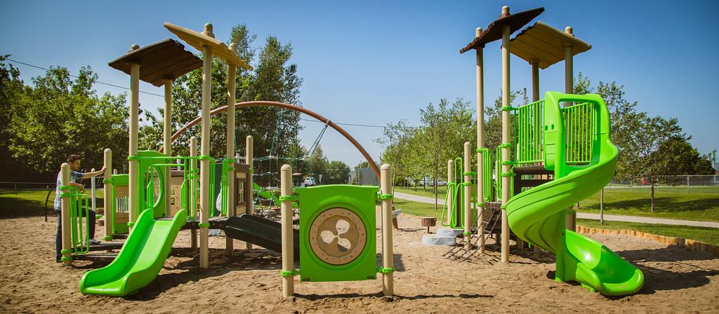 Nouvelle aire de jeux du Parc Terre-des-Jeunes (2015)