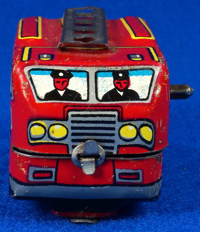 RD10081 Vintage Wind Up Tin Miniture Fire Truck Made in Japan DSC08366