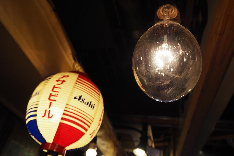 池袋西口丸富市場店内照明