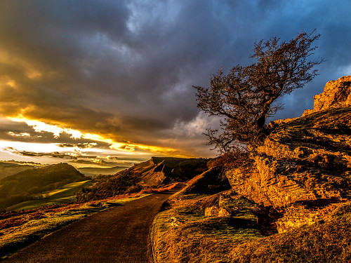 ian wright 2017 blip finwrightphotographycouk ianwright fin canon g1xmkii finwright llangollen panorama walk road panoramawalk wales light tree sky sun sunset orange eglwyseg ruabonmountain castle dinas bran dinasbran castell