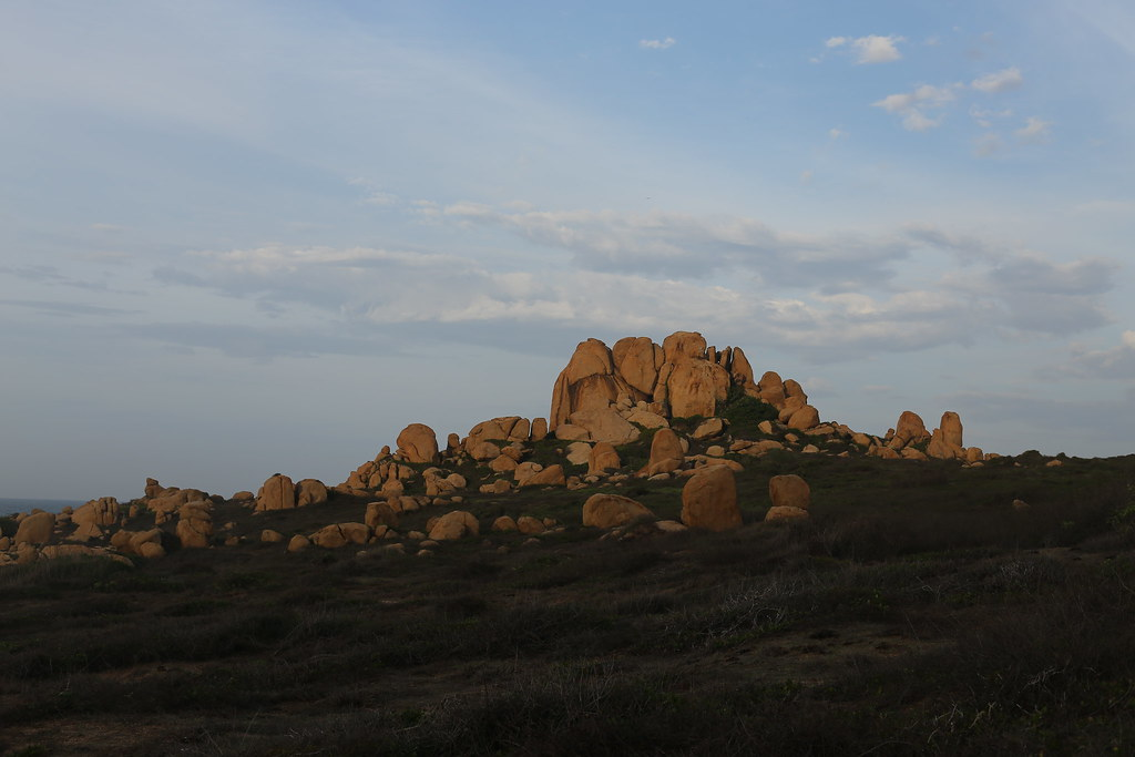 Bao bọc bởi đá